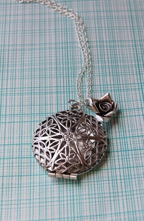 The Silver Filigree Perfume Locket and Rose Necklace