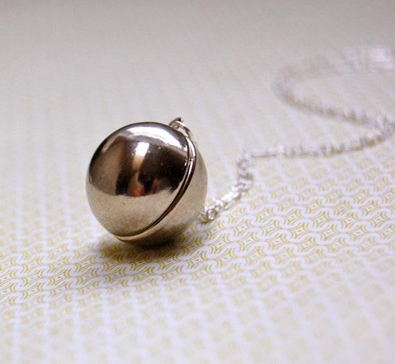 Silver Orb Locket - Vintage
