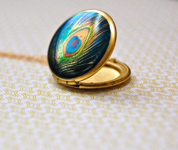Locket Delicate Peacock Feather