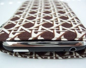 lightly padded iphone\/itouch sleeve - runway