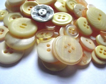 100 Yellow Buttons Sunflower Sunshine Lemon Gold Goldenrod Cadmium for Sewing Crafts Crafting Spring Buttons Easter Buttons Yel02
