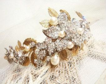 Bridal tiara, Leaf headpiece, Bridal headpiece, Rhinestone headband, Gold tiara, Wedding hair accessory, Leaf hair comb, Wedding headpiece