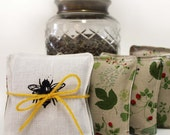 Bee & Hive Pair Lavender Dryer Sachets