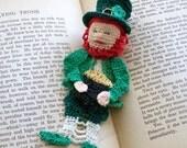 lucky Irish leprechaun reading pal crochet bookmark, reading character bookmark