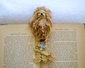 crochet bookmark, cowardly lion reading character pal, reading character bookmark