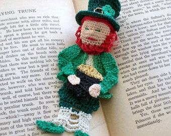 lucky Irish leprechaun thread crochet bookmark with pot of gold and shamrock on hat, st patricks day decoration, unique bookmark