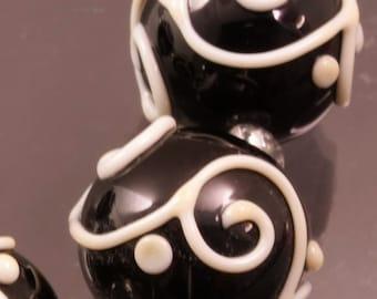 Ivory Scrolls Black Round Bead Set Handmade Lampwork Beads Glass Heather Behrendt BHV SRA LETeam