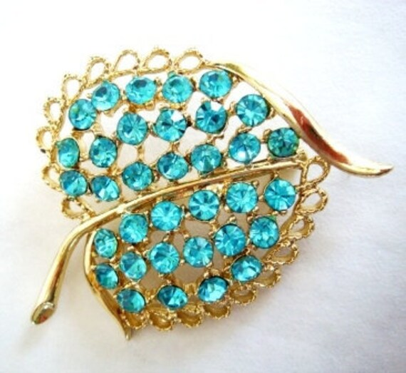 Rhinestone Brooch / Blue Sparkle Leaf Vintage Brooch / Vintage Pin