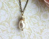 An Ivory Swarovski Single Pearl Necklace. Vintage Style. Bridal Wedding. Bridesmaid Necklace. Maid of Honor. Classic Ivory.