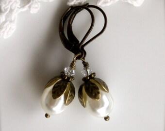 Woodland Vintage Style Swarovski Crystal Glass Pearls Earrings. Bride's Earrings.  Bridesmaids Earrings.  Vintage Rustic Wedding. For Her