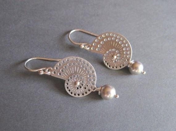 Seashell Earrings - Pearl  - Earrings - Swarovski Pearl -Matte Silver -Classic Resort Elegance