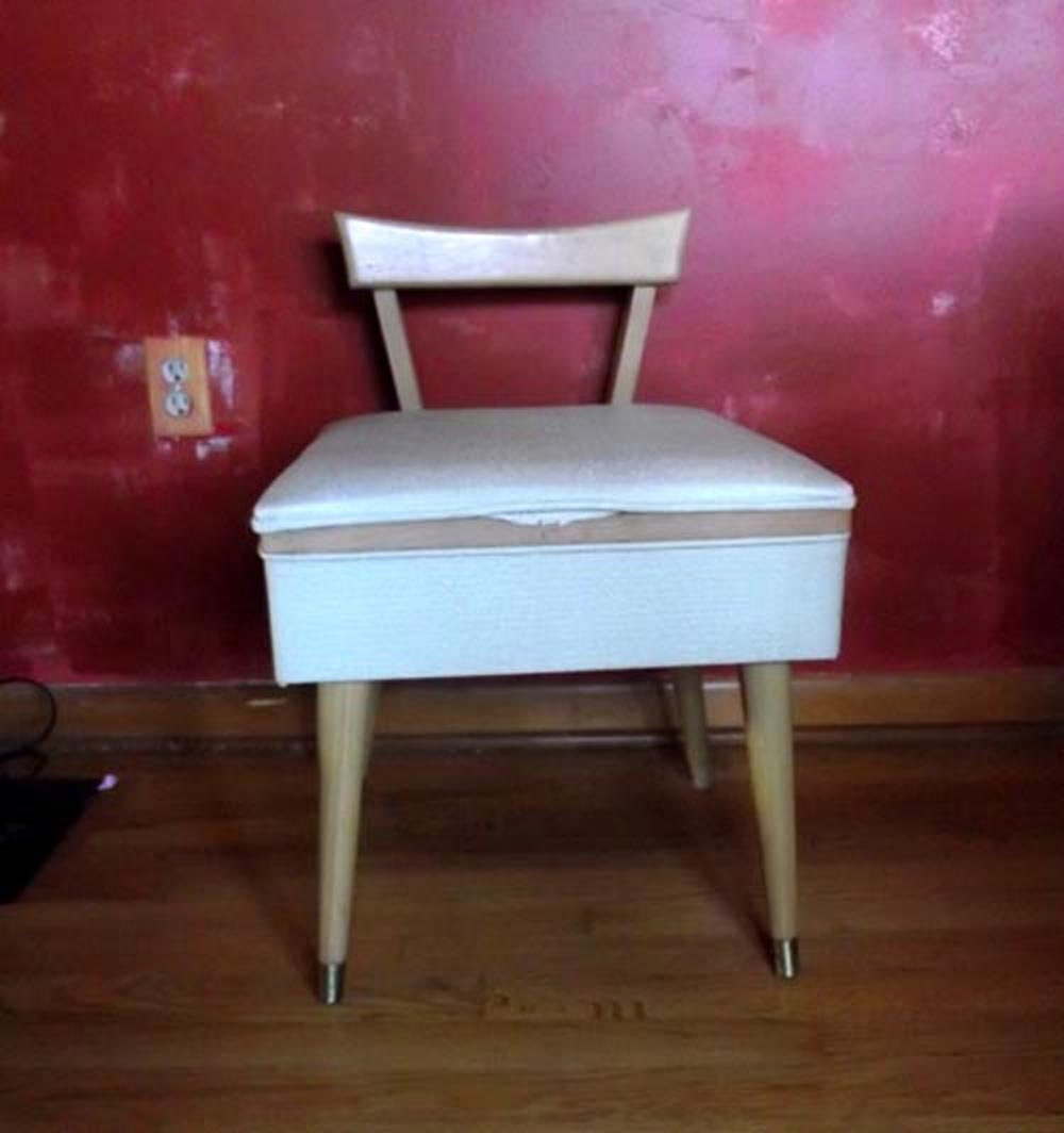 Antique sewing chair -  Zoom