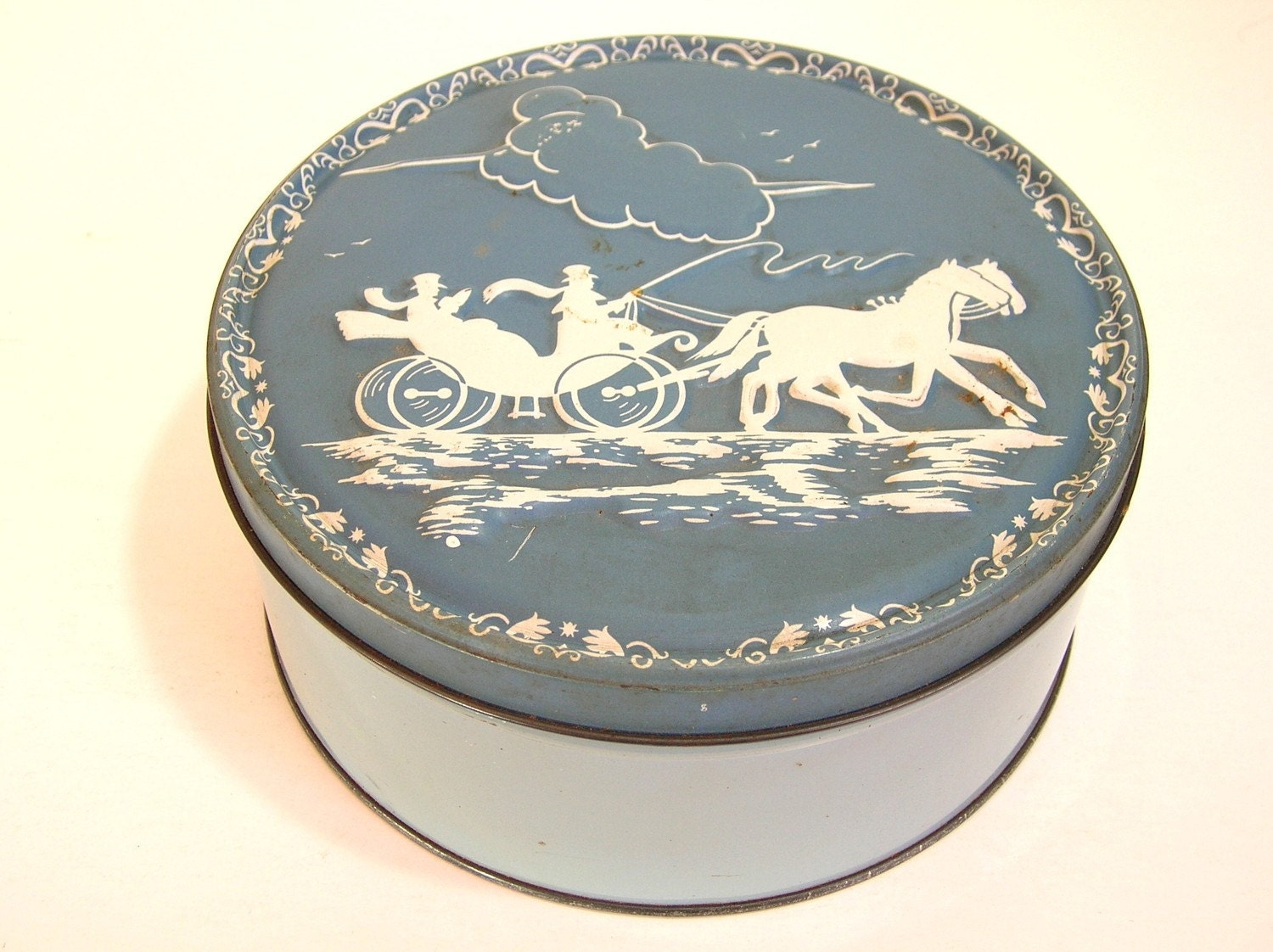 Vintage wedgewood design tin haute juice Wedgewood designs
