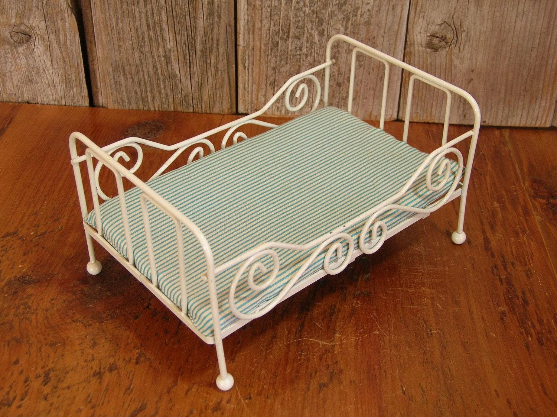 Vintage Doll Beds 14