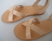 NATURAL LEATHER SANDALS.