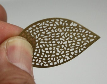 100 pcs of Antique Brass finished Leaf Sampler - drop dangle pendant