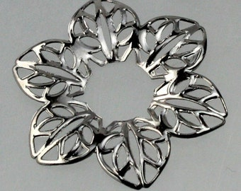 20 pcs of Gunmetal finished 6 Leaf Hibiscus Flower filigree focal L:ink - 23mm