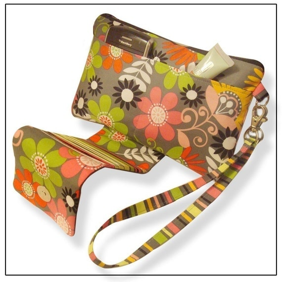 THE CONVERTIBLE Clutch\/Wristlet ((PDF Sewing Pattern))