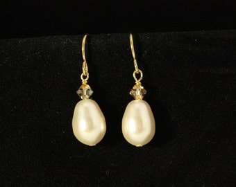 Pearl Bridal Earrings, Pearl Drop Earrings, Dangle Wedding Earrings, Gold Bridal Jewelry, Teardrop Pearl, Bridesmaids Earrings -- CORRINE
