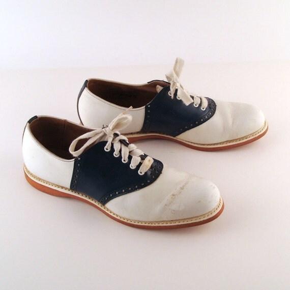 Saddle Shoes Vintage 1960s Spaulding Navy and White Leather Oxfords Saddle Shoes size 9 B