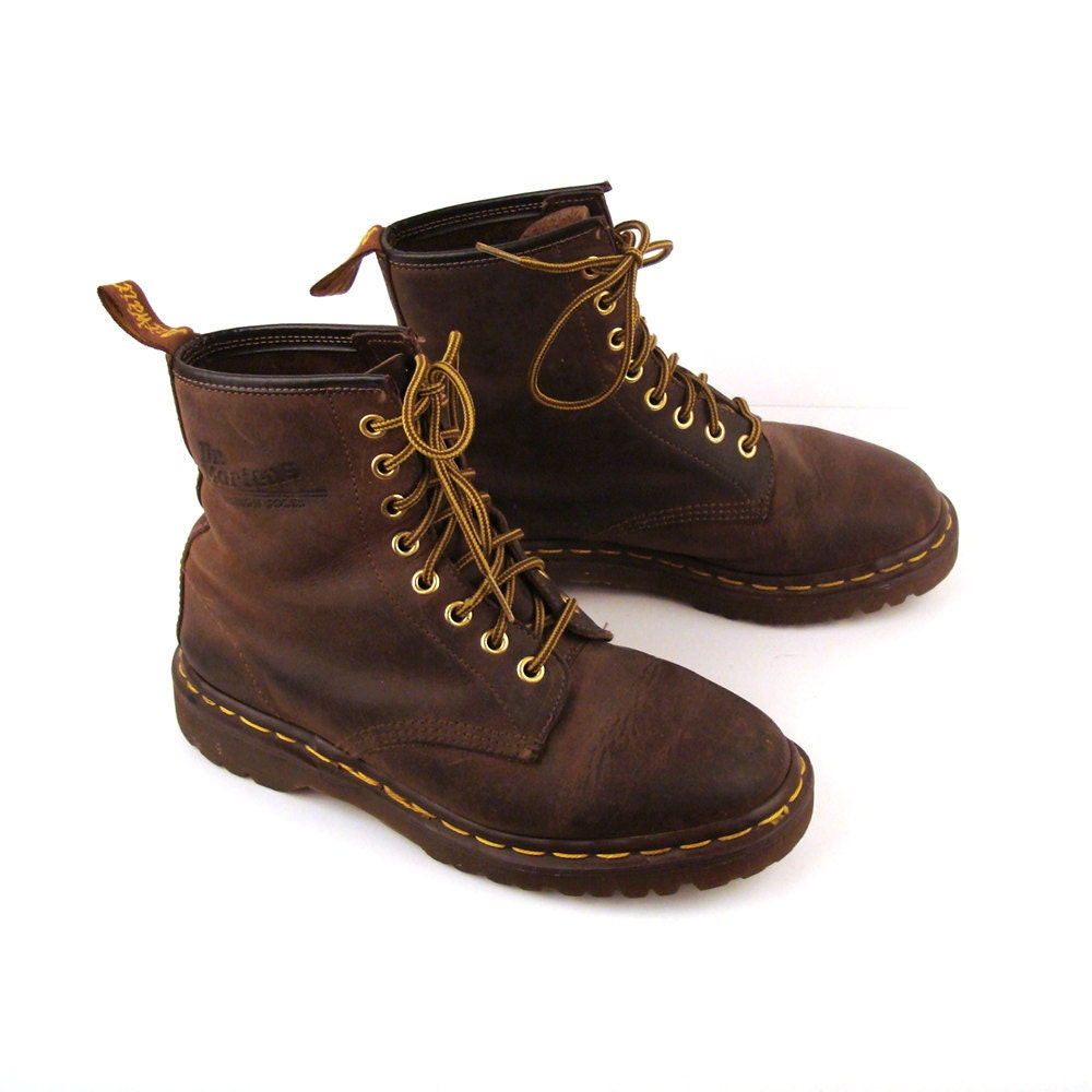 doc martens boots vintage 1990s doc martens oiled brown. Black Bedroom Furniture Sets. Home Design Ideas