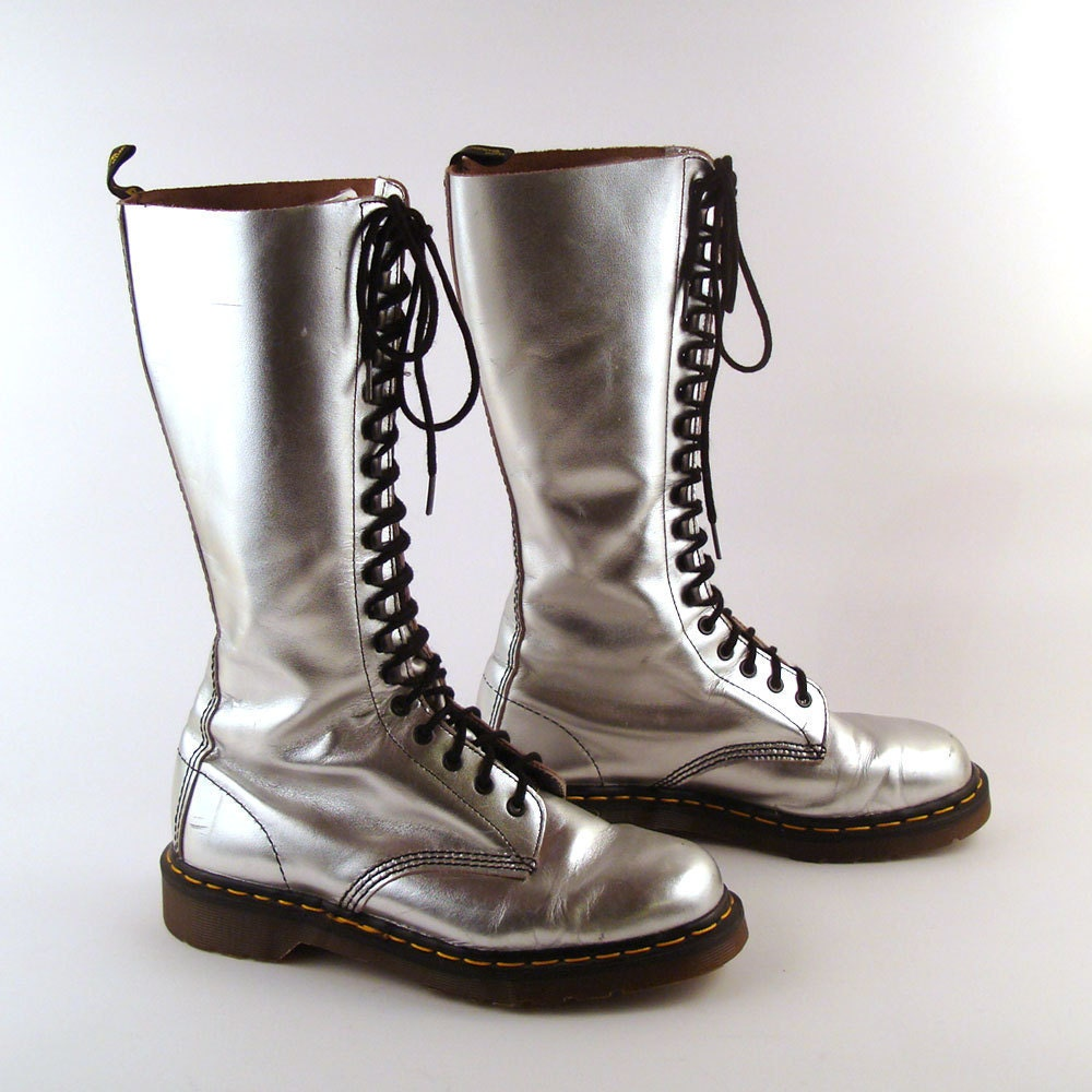 doc martens boots vintage 1990 silver dr martens boots uk size. Black Bedroom Furniture Sets. Home Design Ideas