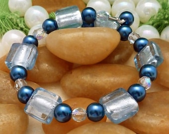 Bracelet of light blue foil flat squares with dark blue pearl rounds and light blue crystal rounds, large, 1 loop memory wire
