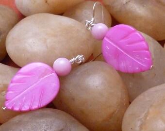 Earrings mother of pearl pink leaf