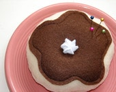 Doughnut Pincushion with Plate Catchall