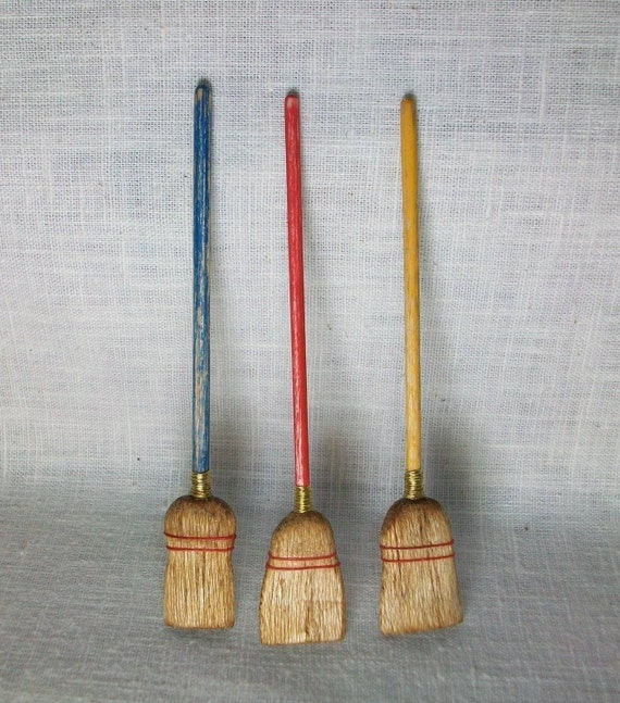 Miniature Broom (1 inch dollhouse scale)