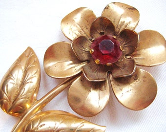 SALE- Vintage  Golden Daisy Pin from Barneche/ Stephanie Barnes
