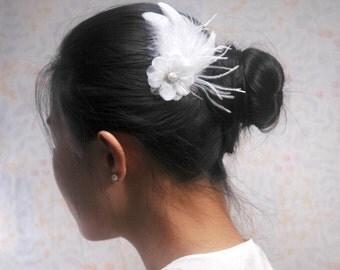 Small white bridal hair pins feather fascinators bride fasinator