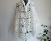 cute and cozy...VINTAGE winter white HANDMADE SHAWL (womens large // xlarge)