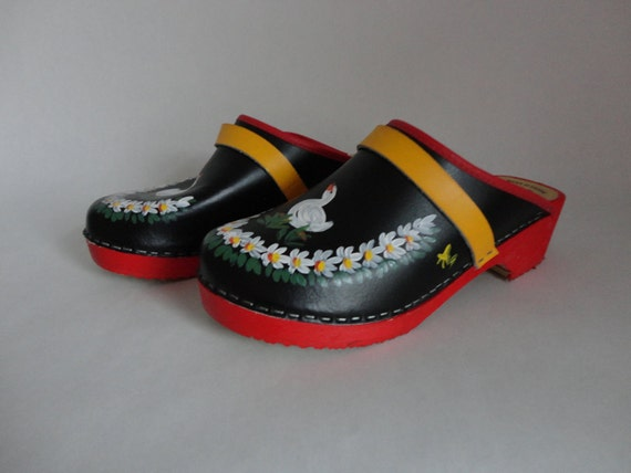 white goose...VINTAGE hand painted CLOGS (made in sweden // euro 40 // US womens 9.5)