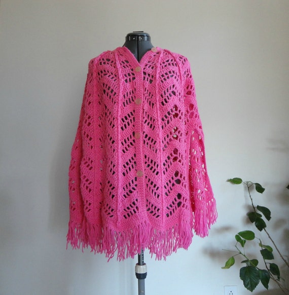 hot hot pink // magenta pink...VINTAGE crochet PONCHO // CAPE with button down front (womens med - xl)