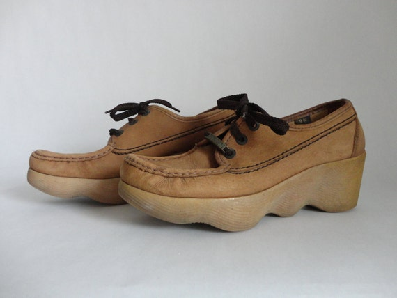 instant inches...VINTAGE italian leather oxford wedge SHOES (womens size 9 N)