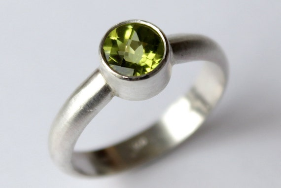 Size 6 Peridot Sterling Silver Ring - Checkerboard Cut Gemstone Recycled Silver August Birthstone
