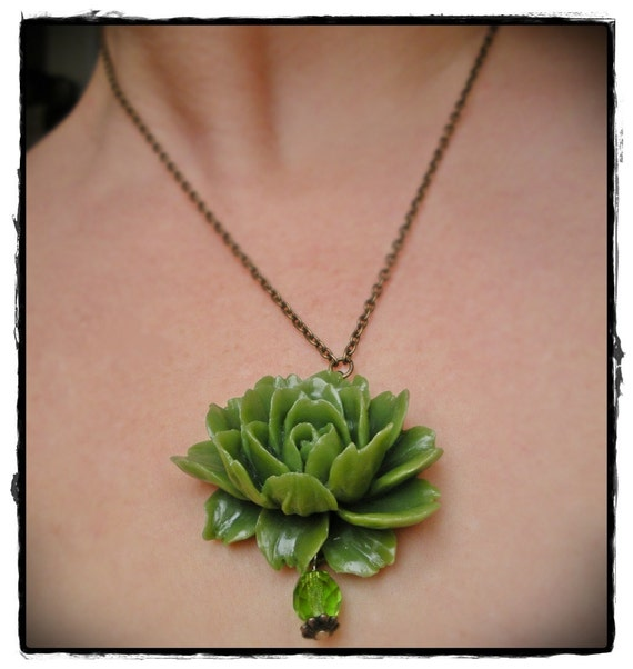 Romantic Green Resin Rose Necklace