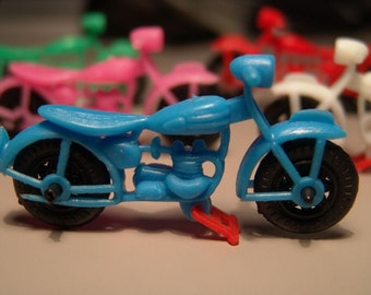Vintage 1950s Three Inch Famous MOTORCYCLE action toy WOW