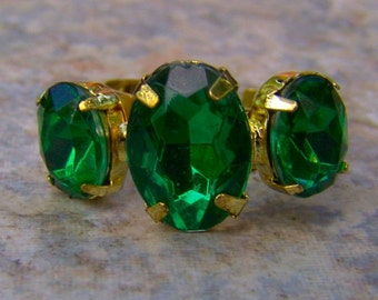 1960s Marquis Shaped Faux EMERALD Adjustable Ring NICE