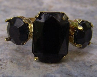 1960s Emerald Shaped Faux ONYX Adjustable Ring NICE