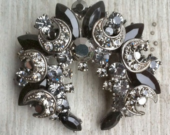Vintage 1950-60s Silver Moon Shape BLACK Colored Super Cluster Stone Brooch
