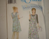 Simplicity 5201 Crafts Apron Daisy Kingdom All Sizes