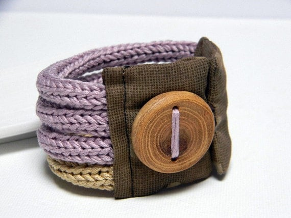 Lilac and sand knitted bracelet, cotton yarn and fabric  Quattro, four loops, Japanese fabric and handmade wood button. Knitting jewelry