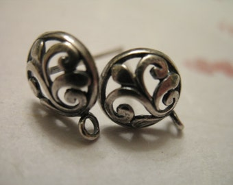 Shop Sale .. 1 pair, 925 Sterling Silver Post Earring, 13x9.5 mm, Fleur de Lis Flower and Scroll,  artisan lily nature organic p2 ox solo