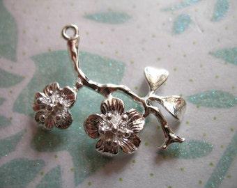 5 pcs, CHERRY BLOSSOMS Pendants Charm, Sakura Flowers, 29x23 mm, Silver Brass ..nature organic delicate flowers brides bridal love bg752
