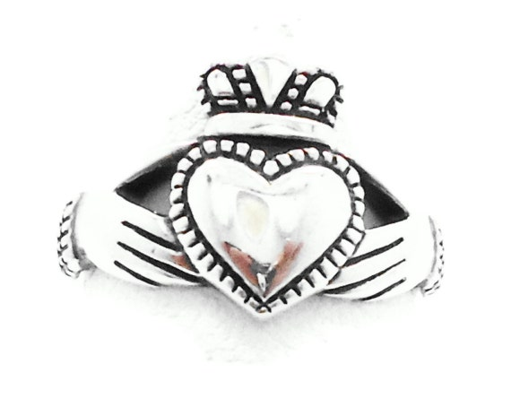 Claddagh Sterling Silver  Vintage Ring -  Size 8 - InVintageHeaven