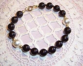 Black Onyx and Freshwater Pearl Bracelet
