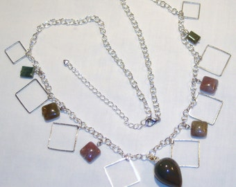 POLISHED STONE AND SQUARES JEWELRY SET, natural stone, pendant/necklace with charms, chain, silver