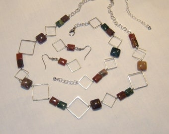NATURAL POLISHED STONE AND CHAIN JEWELRY SET, necklace, bracelet, earrings, shades of many colors